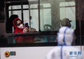 (聚焦疫情防控)(17)武汉体育中心方舱医院开始收治首批患者