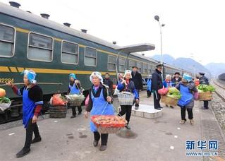 """#(社会)(5)贵州:山区""""慢火车"""" 独特风景线"""