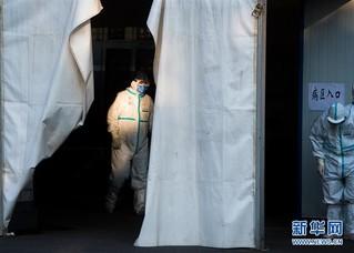 (聚焦疫情防控)(11)武汉体育中心方舱医院开始收治首批患者