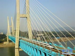 (经济)(4)世界首座双层六线钢桁梁铁路斜拉桥在渝落成