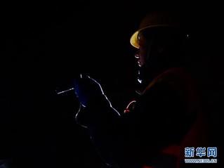 (社会)(7)深山隧道里的除冰人