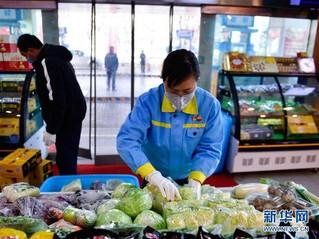 (聚焦疫情防控)(3)青海西宁:加油站售卖蔬菜保供应