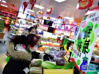 (聚焦疫情防控)(2)青海西宁:加油站售卖蔬菜保供应