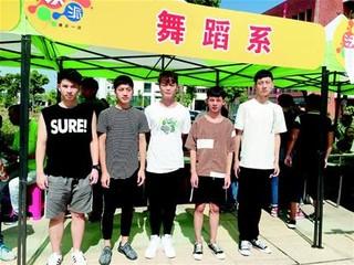 武汉:报考幼教专业的男生增多了