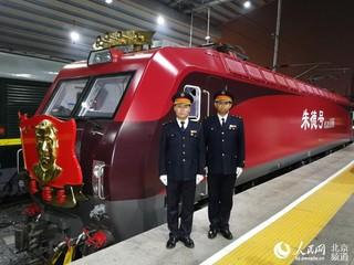 组图 朱德号 机车首次牵引旅客列车进京