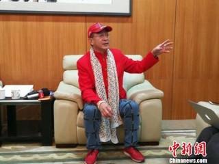 著名演员六小龄童当晚接受<a target='_blank'  data-cke-saved-href='http://www.chinanews.com/' href='http://www.chinanews.com/' ><ppictext