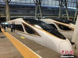 资料图:复兴号动车组在京津城际铁路按照时速350时速达速运行。冷昊阳 摄