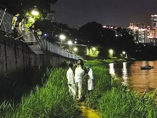 南宁一小车撞断两道护栏冲入邕江 搜救工作仍在进行图片 32779 320x240