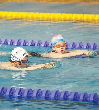 儿童练游泳时_人才选拔培养机制日渐成熟 在杭州,孩子学游泳是时尚