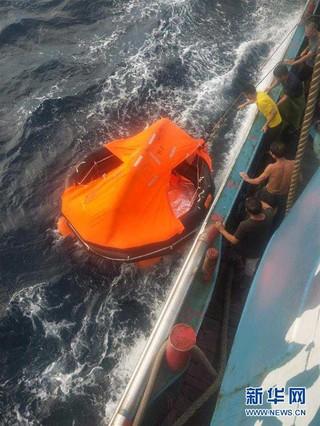 (图文互动·新华网)(1)一艘渔船在福建平潭岛附近海域沉没 12人失联