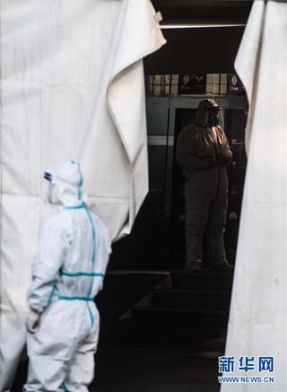 (聚焦疫情防控)(10)武汉体育中心方舱医院开始收治首批患者