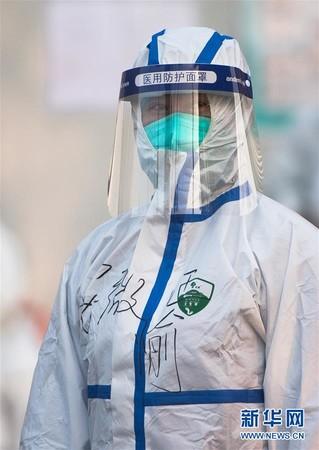 (聚焦疫情防控)(14)武汉体育中心方舱医院开始收治首批患者