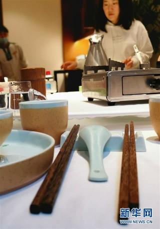 """(图文互动)""""公筷公勺""""上桌难在哪?——长沙市部分餐饮场所见闻"""