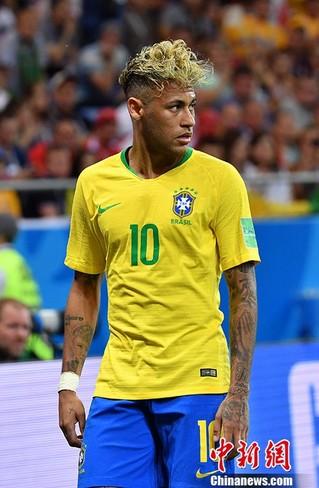 巴西球星内马尔发型抢眼.图片