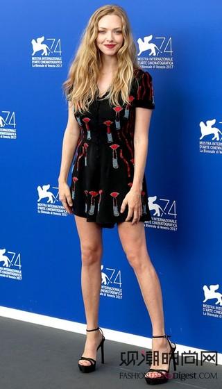 欧美女星演绎最新17款礼服,...