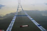 """长江上空架""""天梯"""" 临时吊桥悄然形成"""