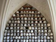 英小偷盗走教堂所收藏21个头骨