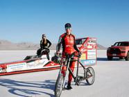 美女子骑单车时速达296公里