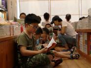 书店成为中小学生的暑期乐园