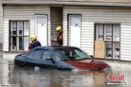"""美国宾州洪水泛滥 车辆水中""""泡澡"""""""
