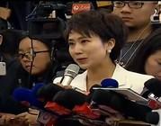 人民日报全媒体记者、人民网记者在现场提问。