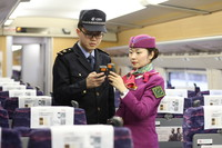 2017年01月13日,重庆,在重庆北站北广场热备动车车厢内,列车长和随车机械师校队时间。