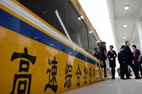 3月21日,一列高速综合检测列车停靠在天水南站。