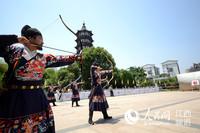 南昌绳金塔下上演端午祭祀、射礼箭阵等表演,让游客大饱眼福。