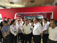 环境保护部党组书记李干杰、中国气候变化事务特别代表解振华一同参观第十五届中国国际环保展。摄影 初梓瑞