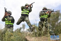 边防战士正开展进攻。