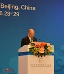 会议主席、全国政协副主席陈元发表讲话