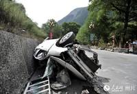 地震中损毁的车辆