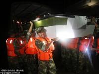 8月14日凌晨,武警湖北省总队咸宁支队救援紧急赶赴受灾地。