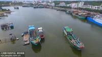 8月16日,海南省琼海市潭门港,渔船缓缓驶离码头奔赴南海。