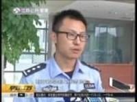 """南京:清除""""交通牛皮癣""""——车流中发卡片卖鲜花  多人被处行政拘留"""