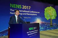 第三届纳米能源与纳米系统国际学术会议10月21日在北京举行,图为中国科学院院士、中国科学院北京纳米能源与系统研究所首席科学家、所长王中林在作大会报告。(王鑫 摄)