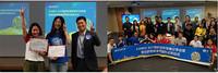索尼中国董事长兼总裁高桥洋先生为获奖大学生团队颁奖以及现场嘉宾合照。