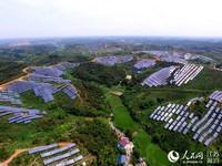 金寨汇金100MW光伏扶贫电站2017年夏季航拍图。