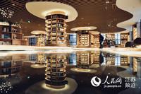 书房内景 玻璃地板显得敞亮