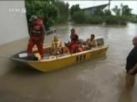 澳大利亚昆士兰州遭洪水侵袭:200多户房屋被淹  道路中断