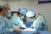 医生在为林女士做剖宫产手术