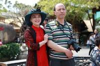 嘉宾在槟榔谷三月三广场合影