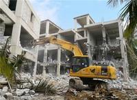 拆除违法建筑现场