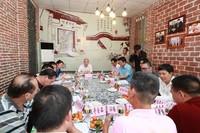 袁光平与粽子生产企业负责人座谈
