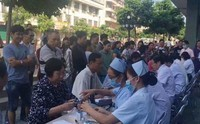 乐东中医院与海医专家联合开展科普和义诊活动