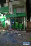 这是5月20日在泰国南部北大年府拍摄的遭到爆炸袭击的银行自动提款机。
