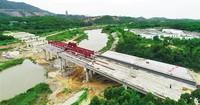 加紧建设中的石碌河第三大桥