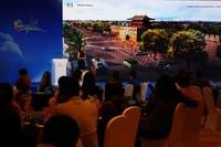 三亚旅游委举行三亚-德国市场旅游推介会,向德国旅行商介绍崖州古城、黎锦等自然人文景点。