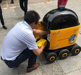 """""""卧龙一号""""无人车在北京苏宁小店黄渠店首次上岗测试"""