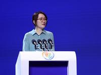 人民日报社副总编辑卢新宁在2018中国网络媒体论坛上发表主旨演讲。章勇涛 摄